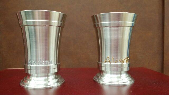 錫のカップ